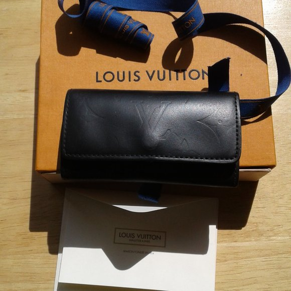 Louis Vuitton monogram 4 key case holder black mat